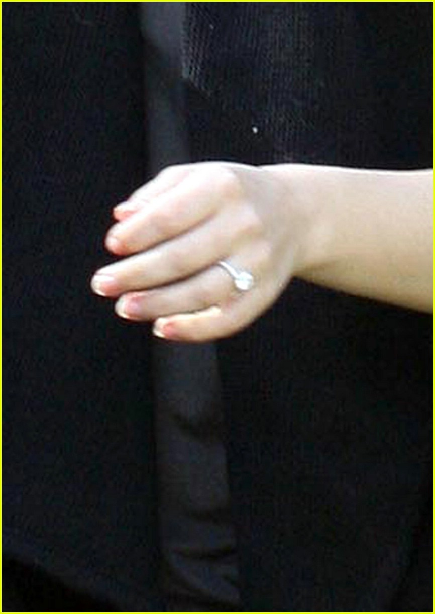 rachel bilson hospital engagement ring 02