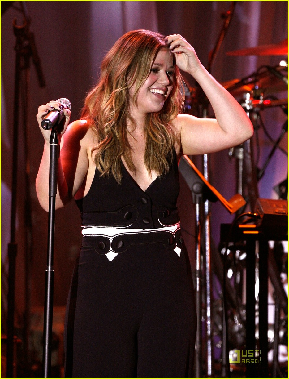 kelly clarkson clive davis salute 031709651