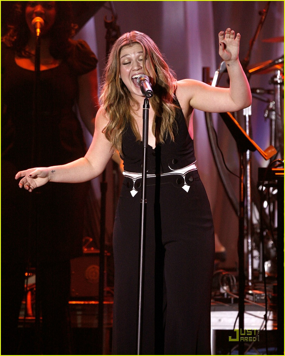kelly clarkson clive davis salute 071709691