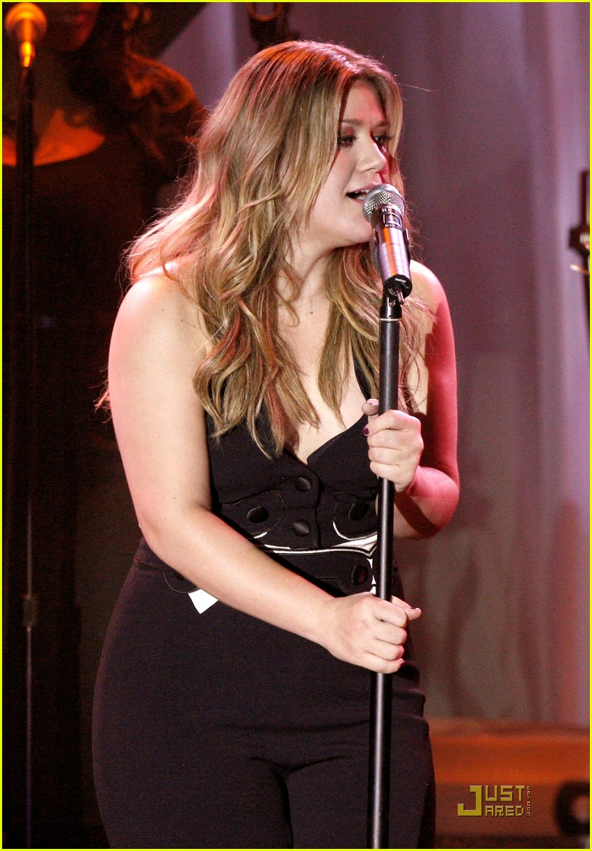 kelly clarkson clive davis salute 091709711