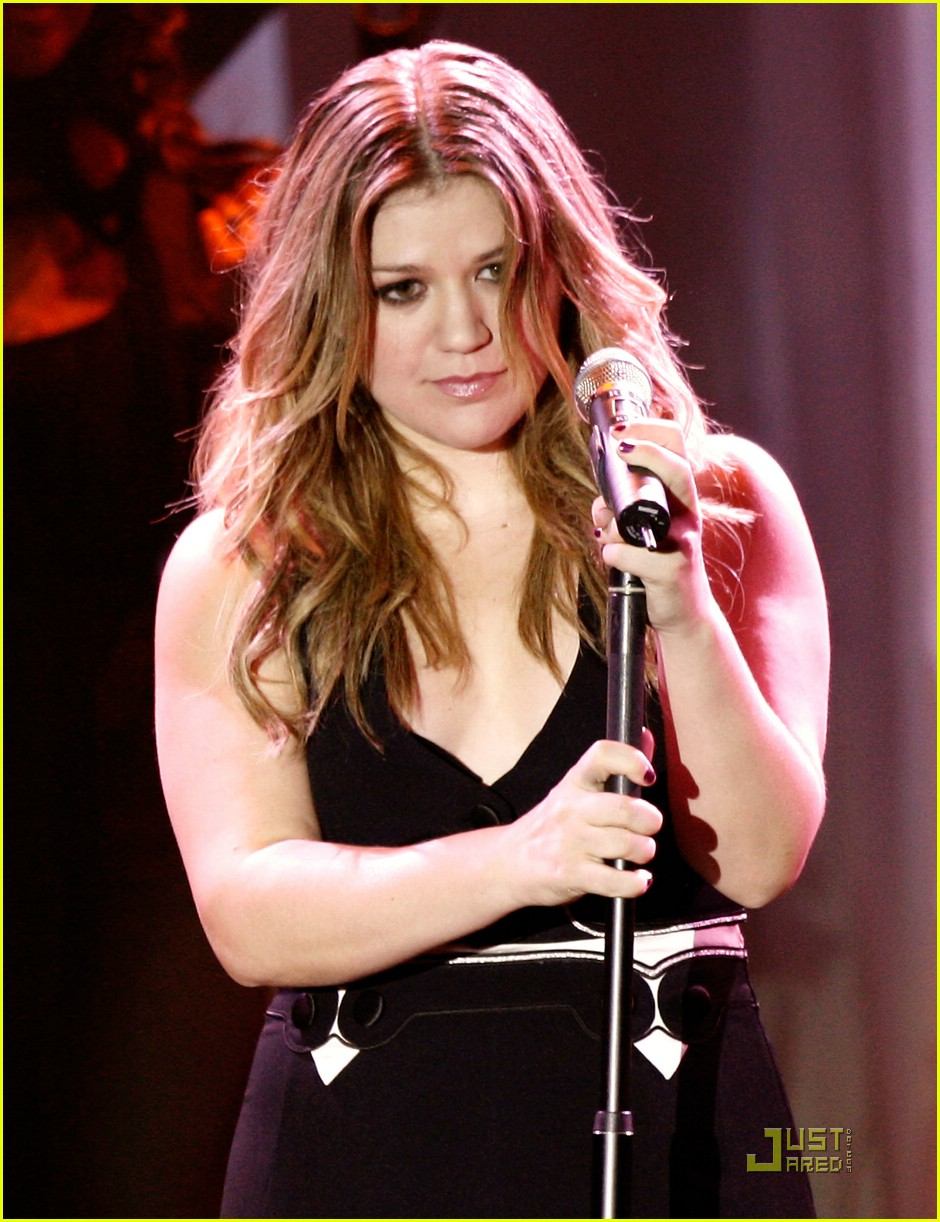 kelly clarkson clive davis salute 161709781