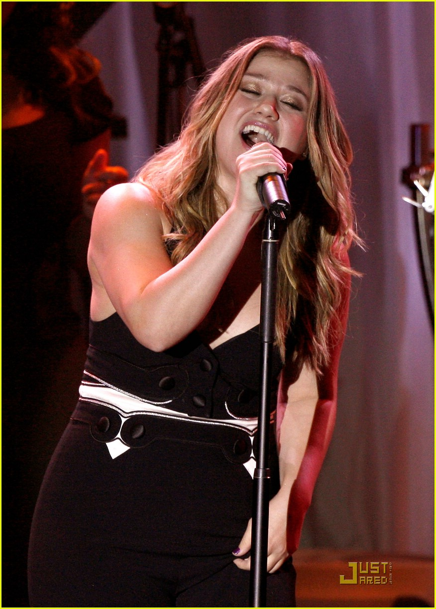 kelly clarkson clive davis salute 191709811