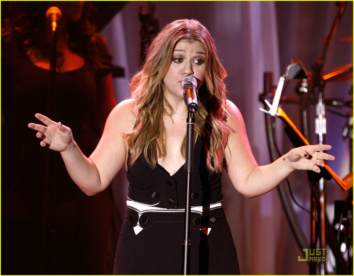 kelly clarkson clive davis salute 251709871