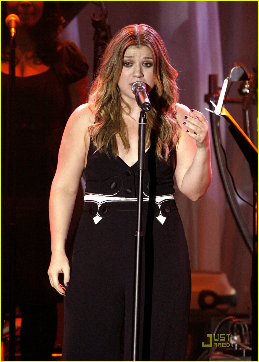 kelly clarkson clive davis salute 321709941