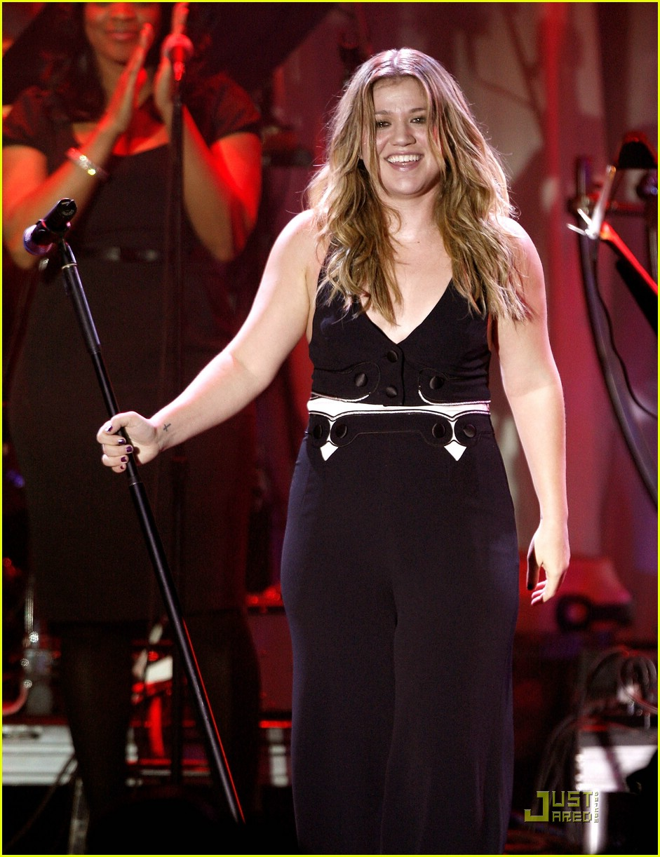 kelly clarkson clive davis salute 341709961