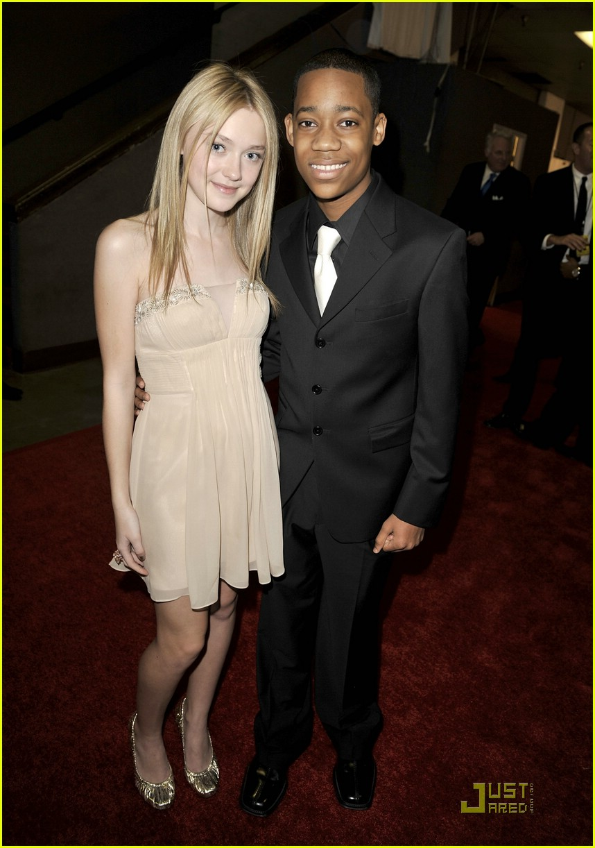 dakota fanning naacp 031722511