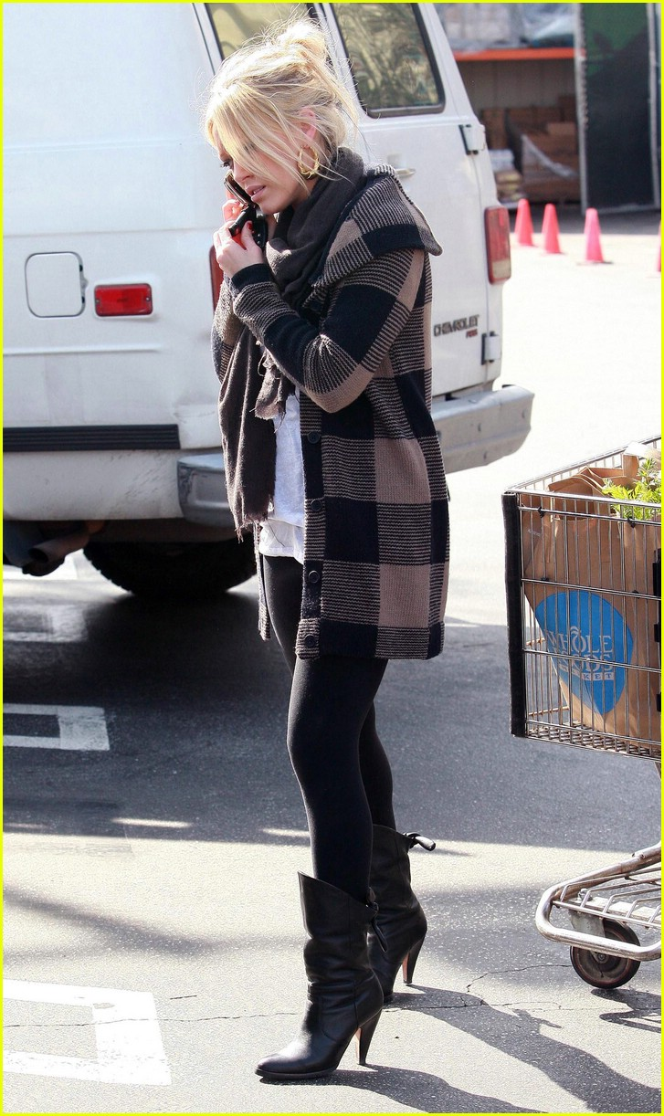 hilary duff whole foods 03