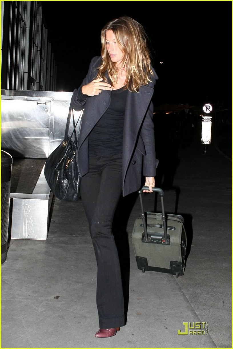 Full Sized Photo of gisele bundchen security lax airport ... Gisele Bundchen