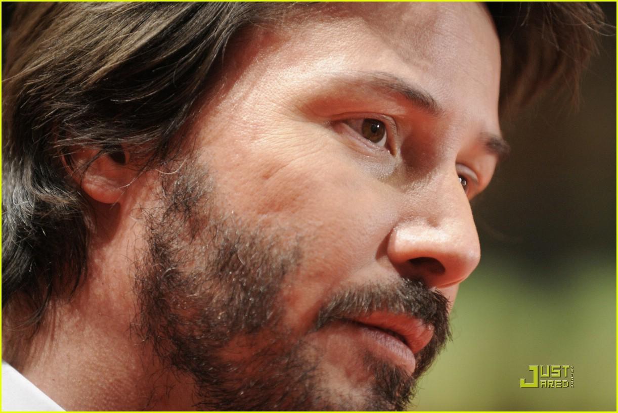 Keanu reeves acne scars