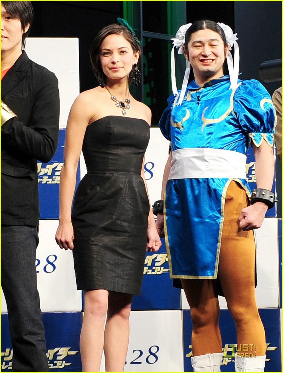 Kristin Kreuk Street Fighter Hits Japan Photo 1721601 Kristin