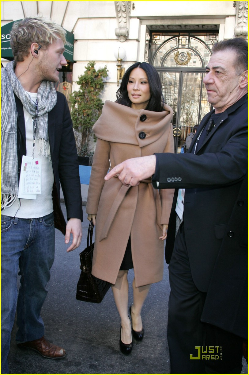 Lucy Liu Loves Herve Leger Photo 1726161 Lucy Liu Pictures Just Jared