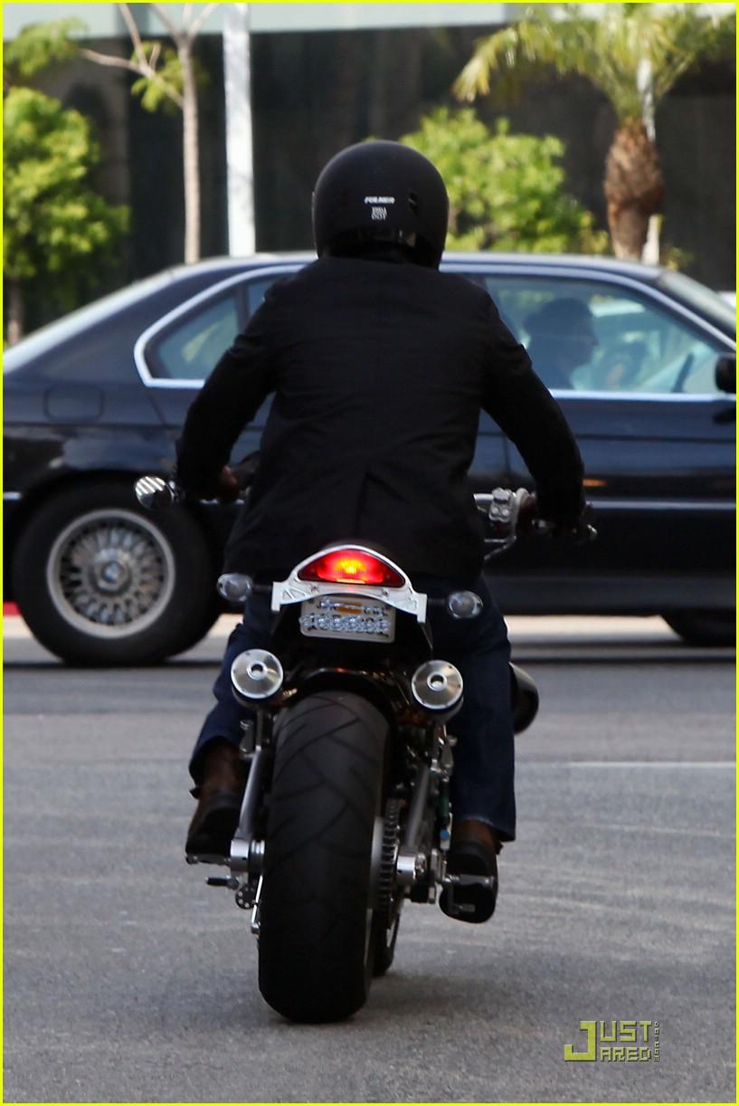 brad pitt rides fulmer fast 041740041