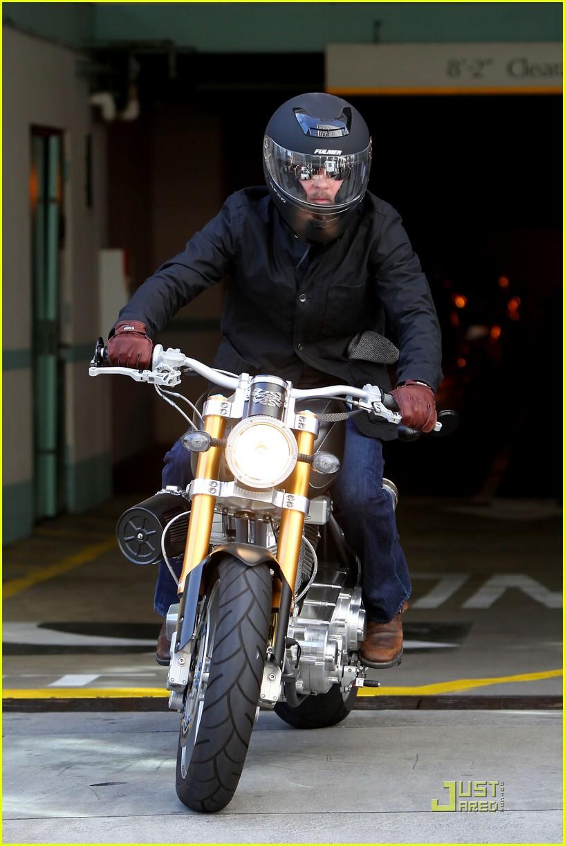 brad pitt rides fulmer fast 071740071