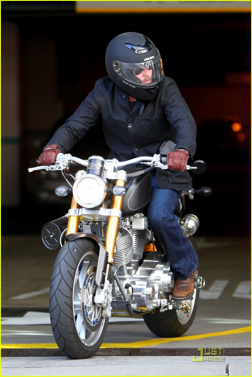 brad pitt rides fulmer fast 091740091