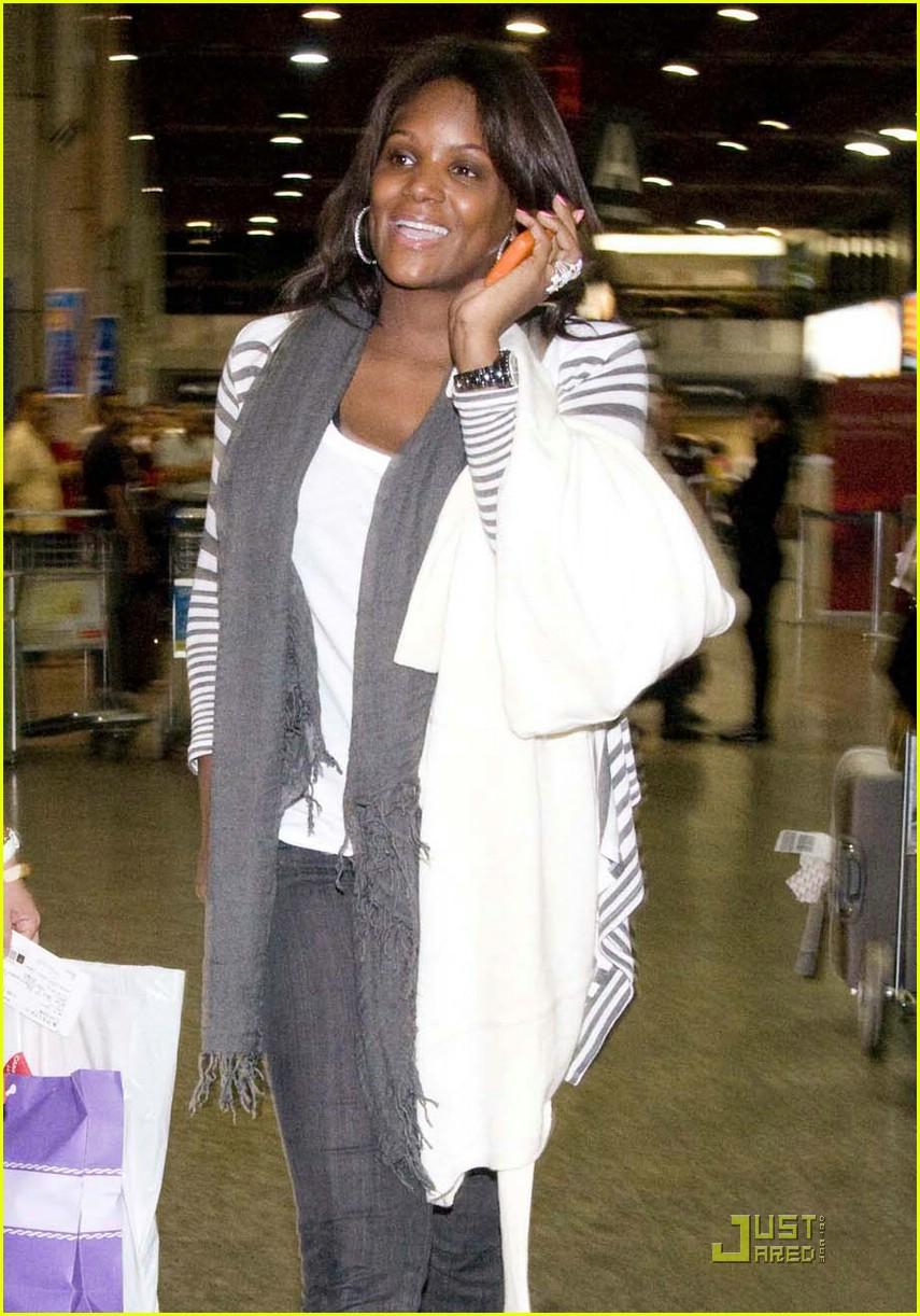 usher wife tameka raymond smiling 011735551