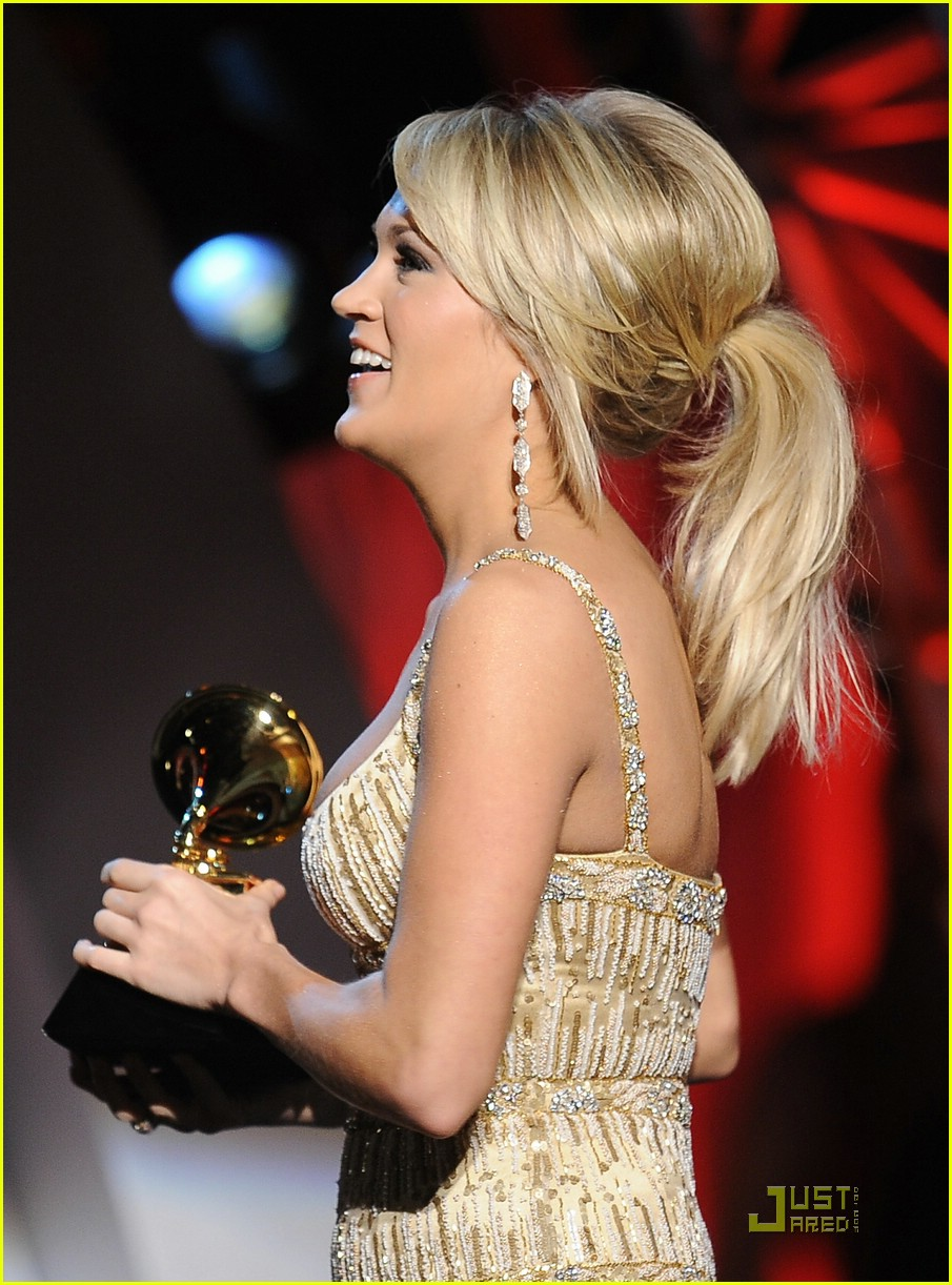 carrie underwood grammys red carpet 2009 041710481