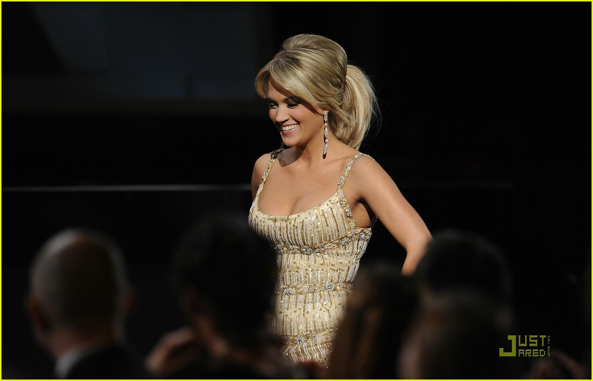 carrie underwood grammys red carpet 2009 08