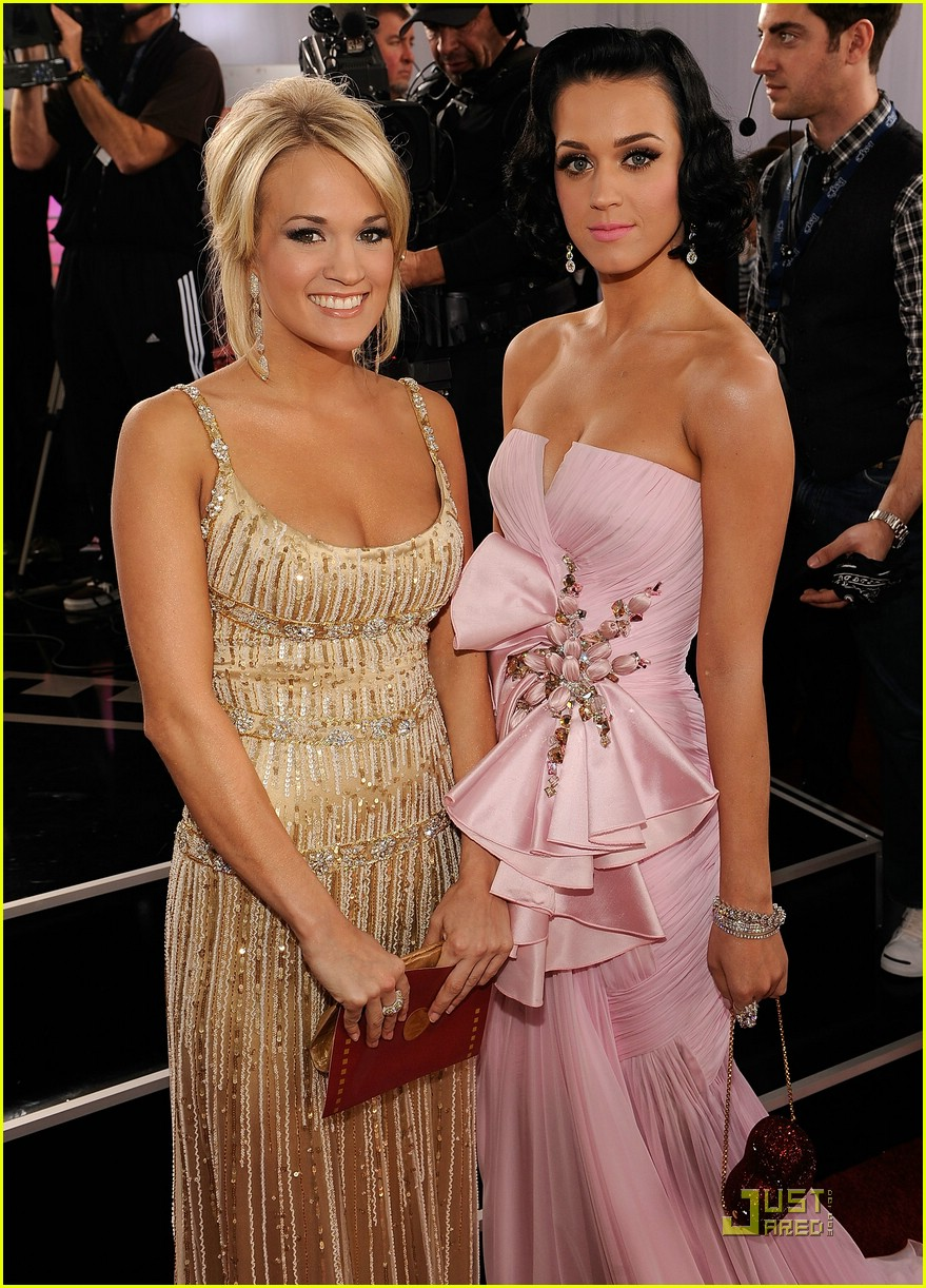 carrie underwood grammys red carpet 2009 091710531