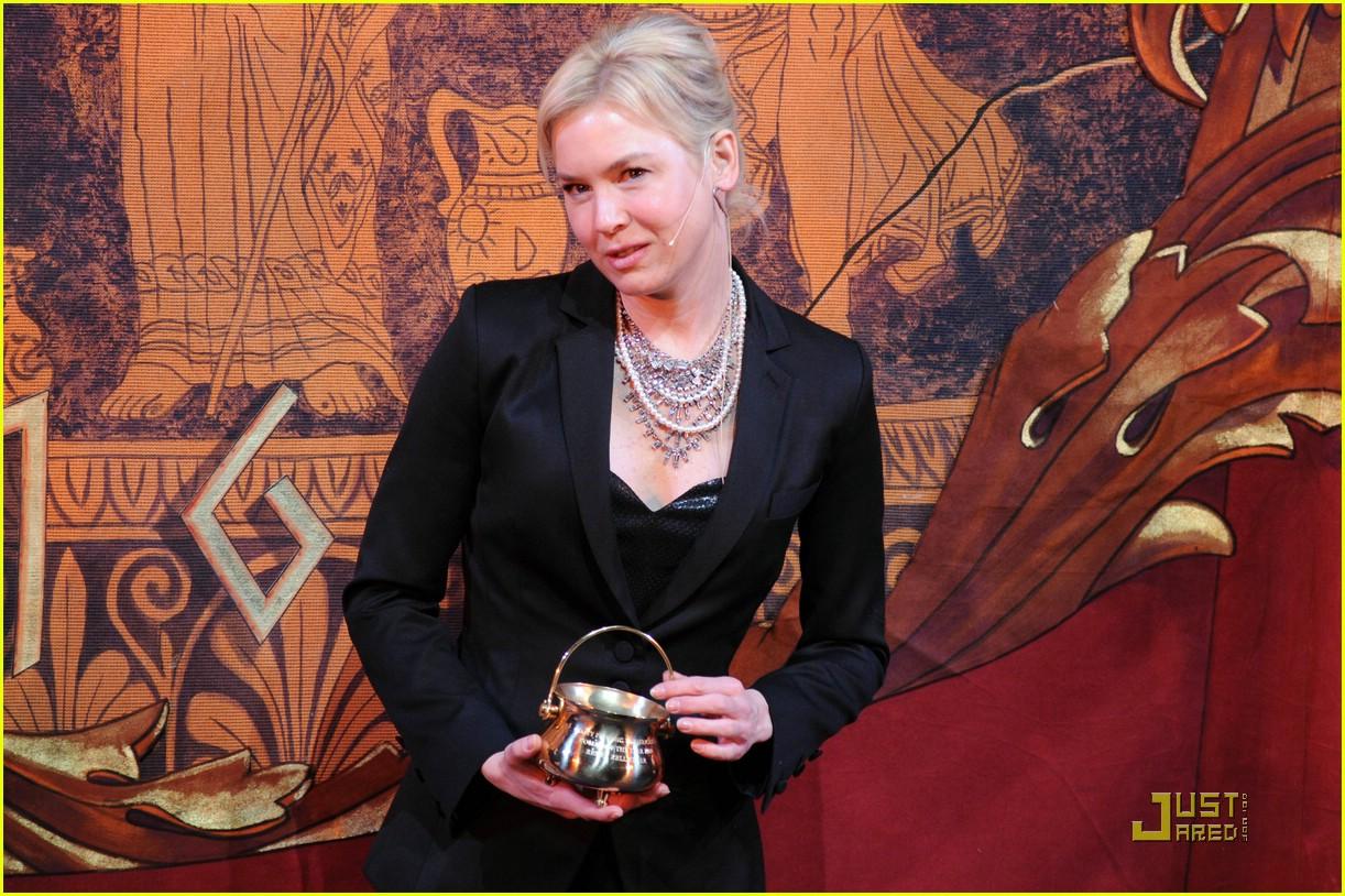 renee zellweger 2009 hasty pudding award 071704511