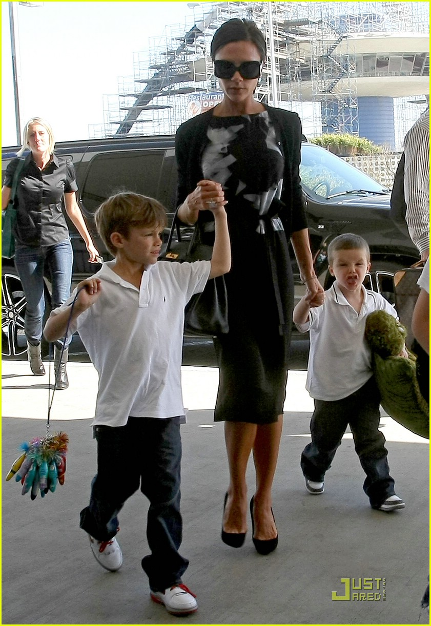 victoria beckham boys support dad 051818081