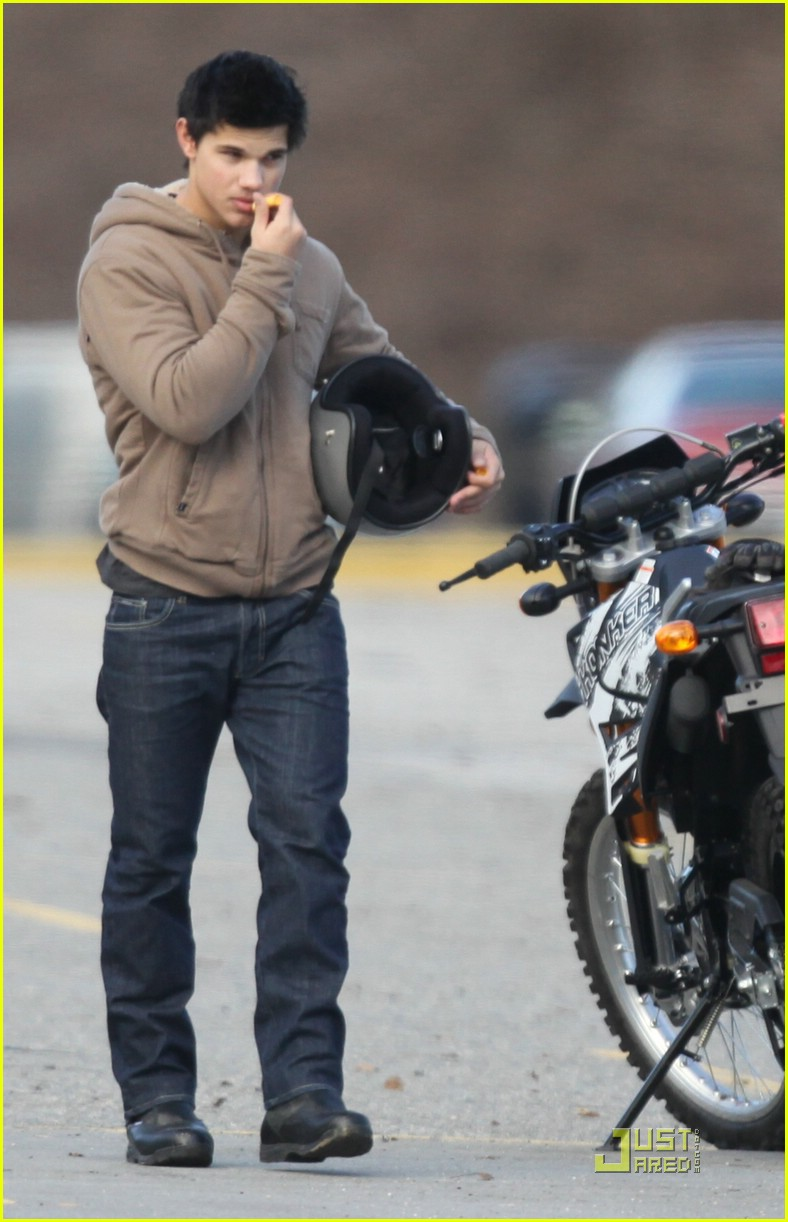 taylor lautner dirt bike 031777611