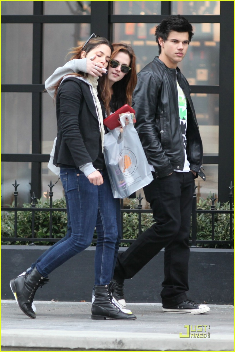 Taylor Lautner Is A Dirt Bike Devil Photo 1777761 Kristen Stewart