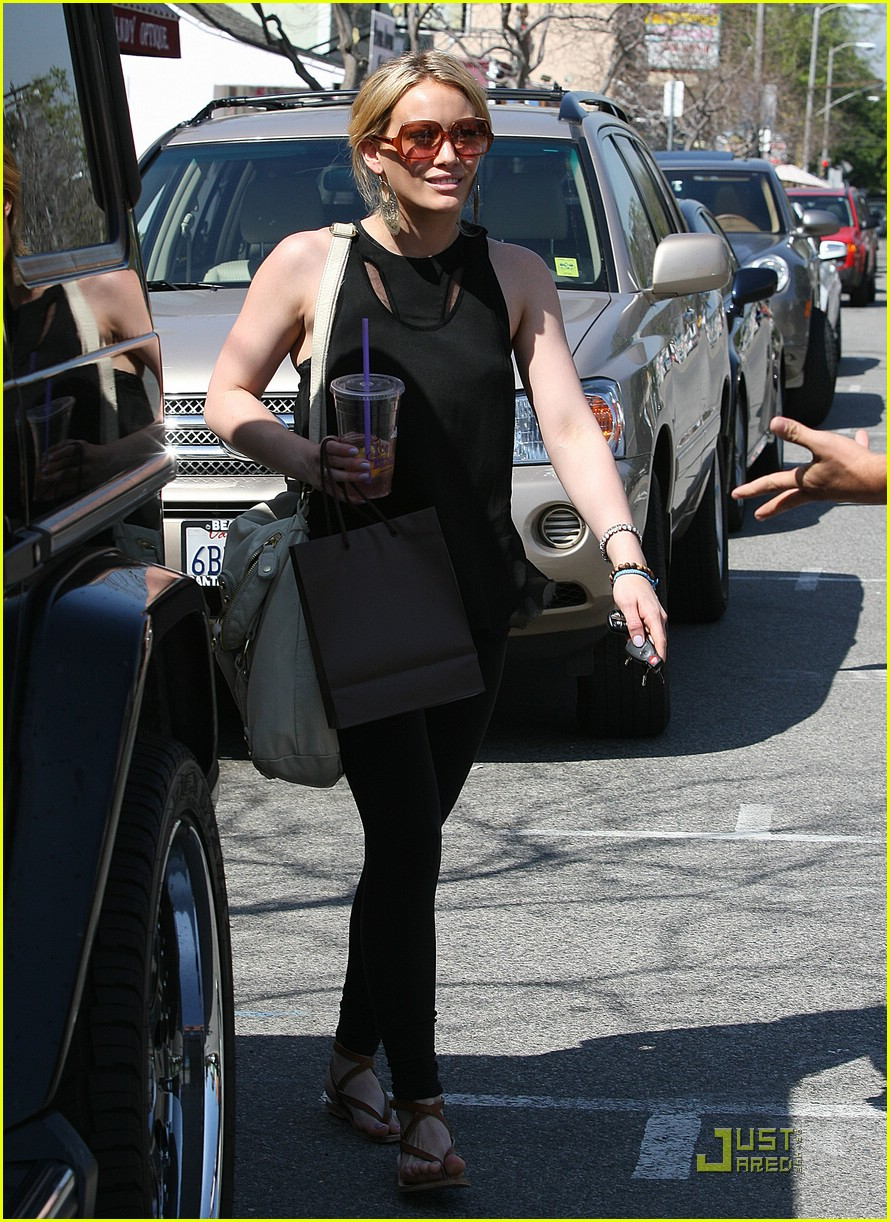 hilary duff caioti pizza cafe 08