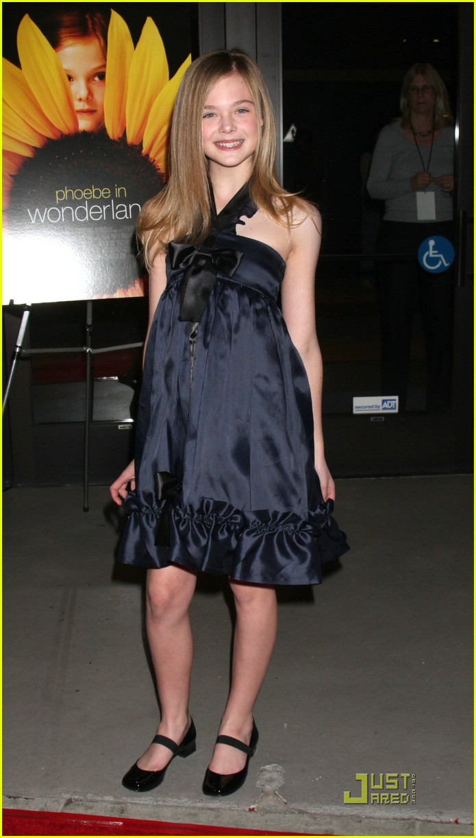 elle fanning phoebe in wonderland premiere 03