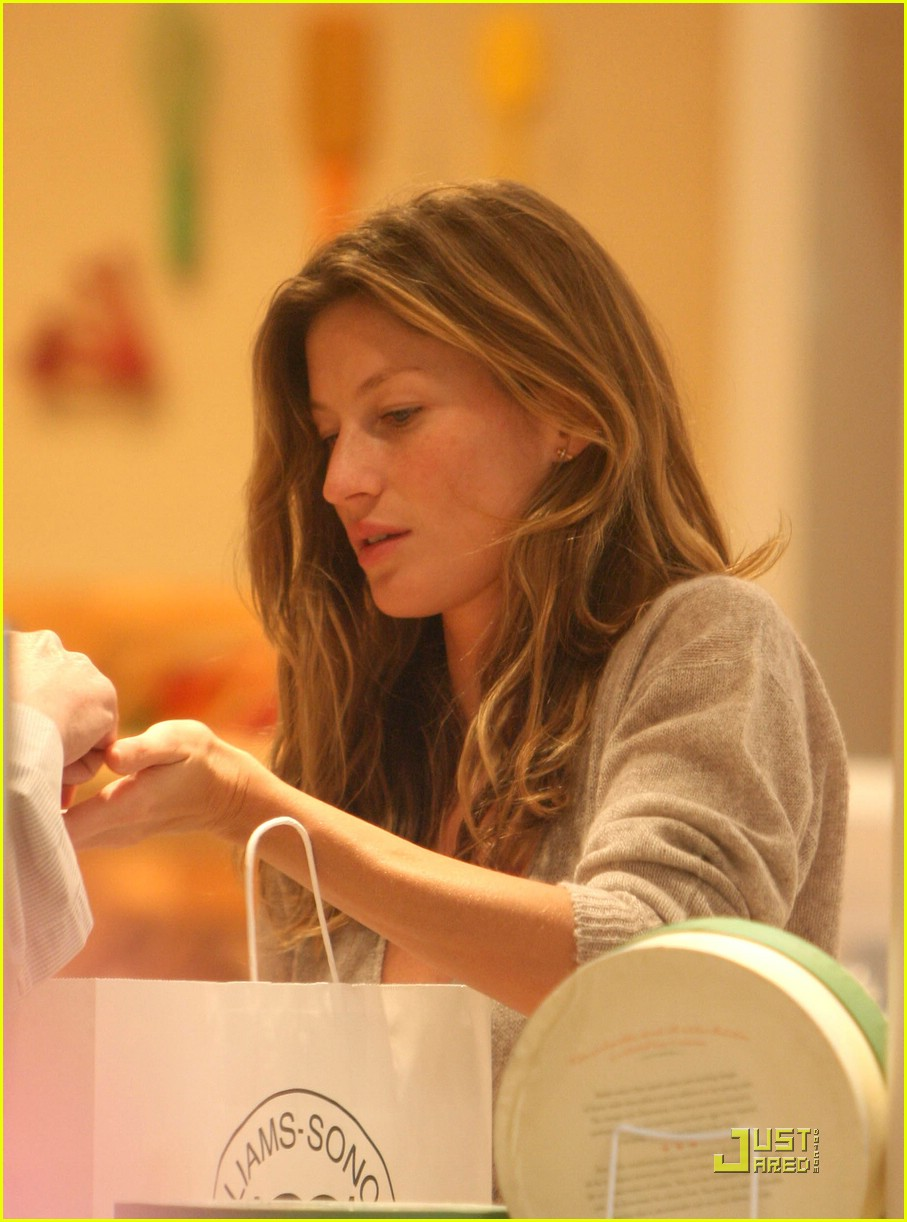 gisele bundchen tom brady best buy candy store 05