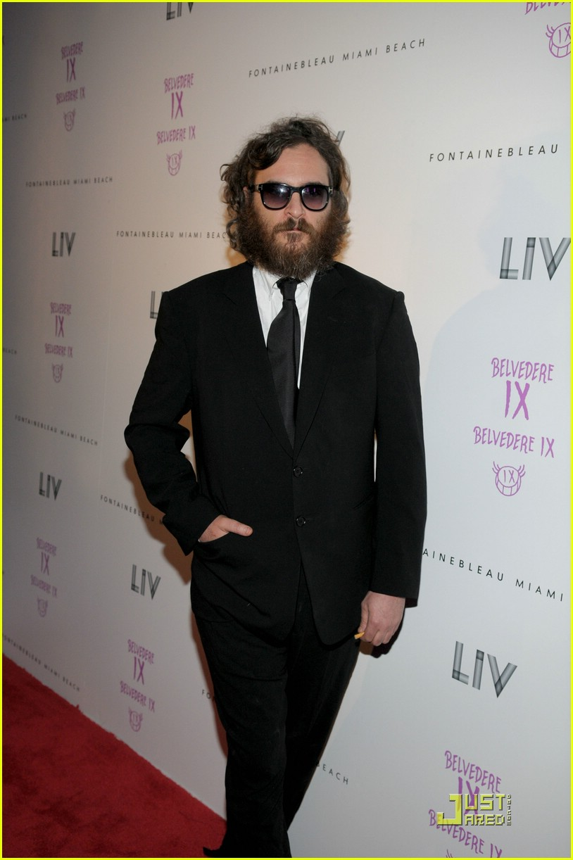joaquin phoenix liv nightclub 02