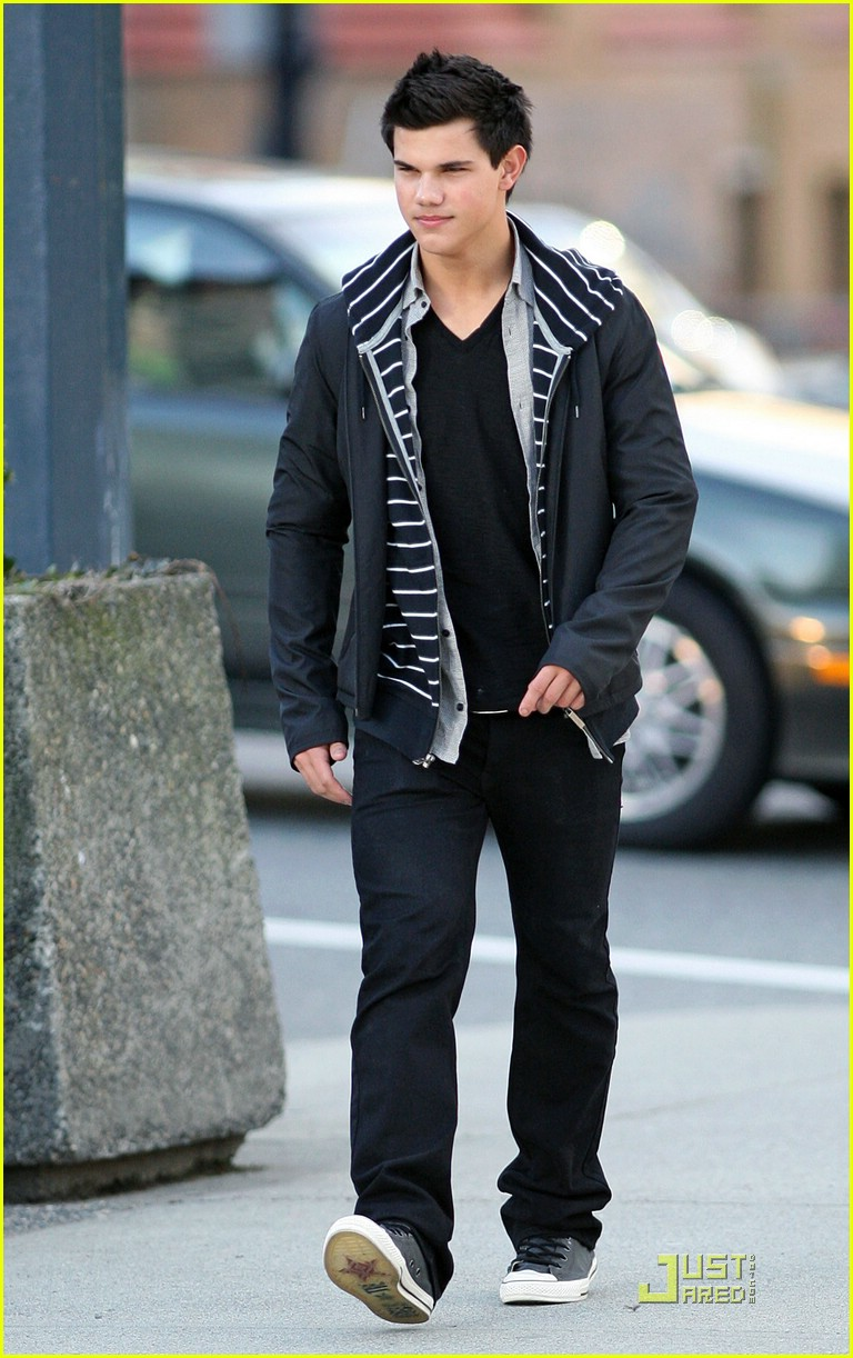 taylor lautner downtown dude 061811111