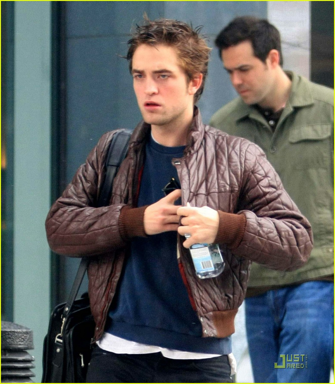 robert pattinson smoking 04