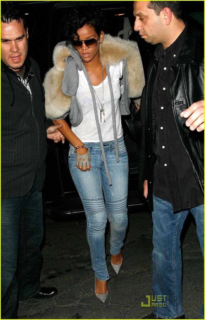 Rihanna has furry shoulders photo 1790211 rihanna pictures just rihanna has furry shoulders voltagebd Gallery