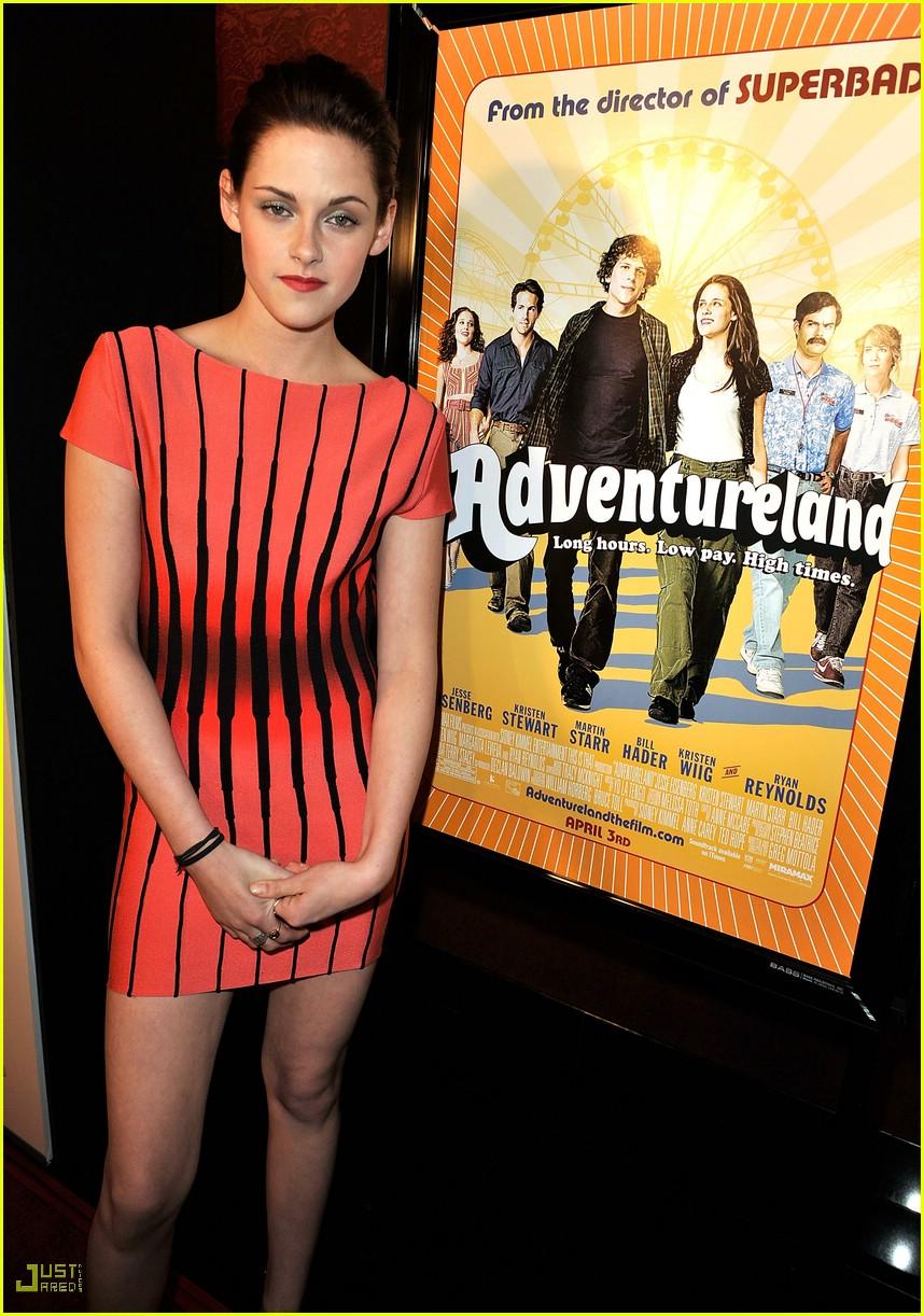 kristen stewart adventureland premiere 101796011