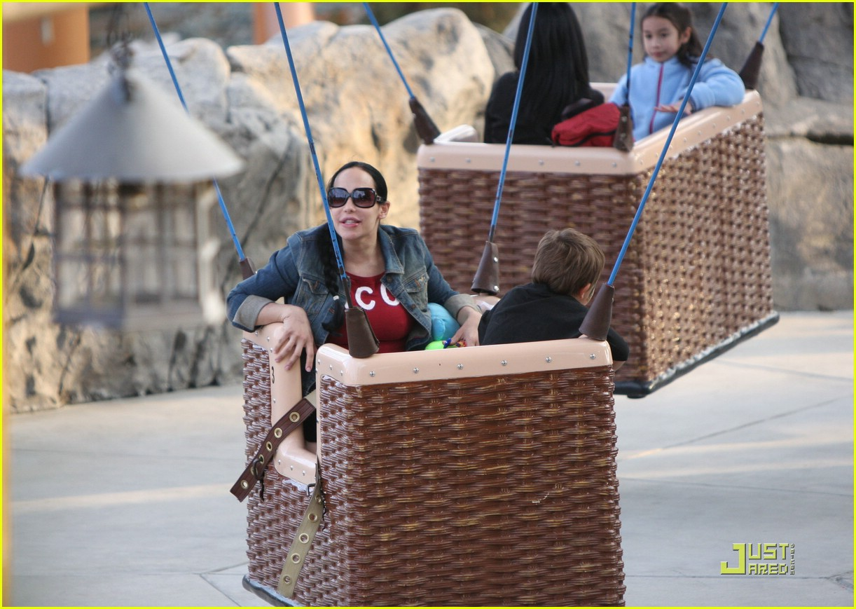 nadya suleman knotts berry farm 02