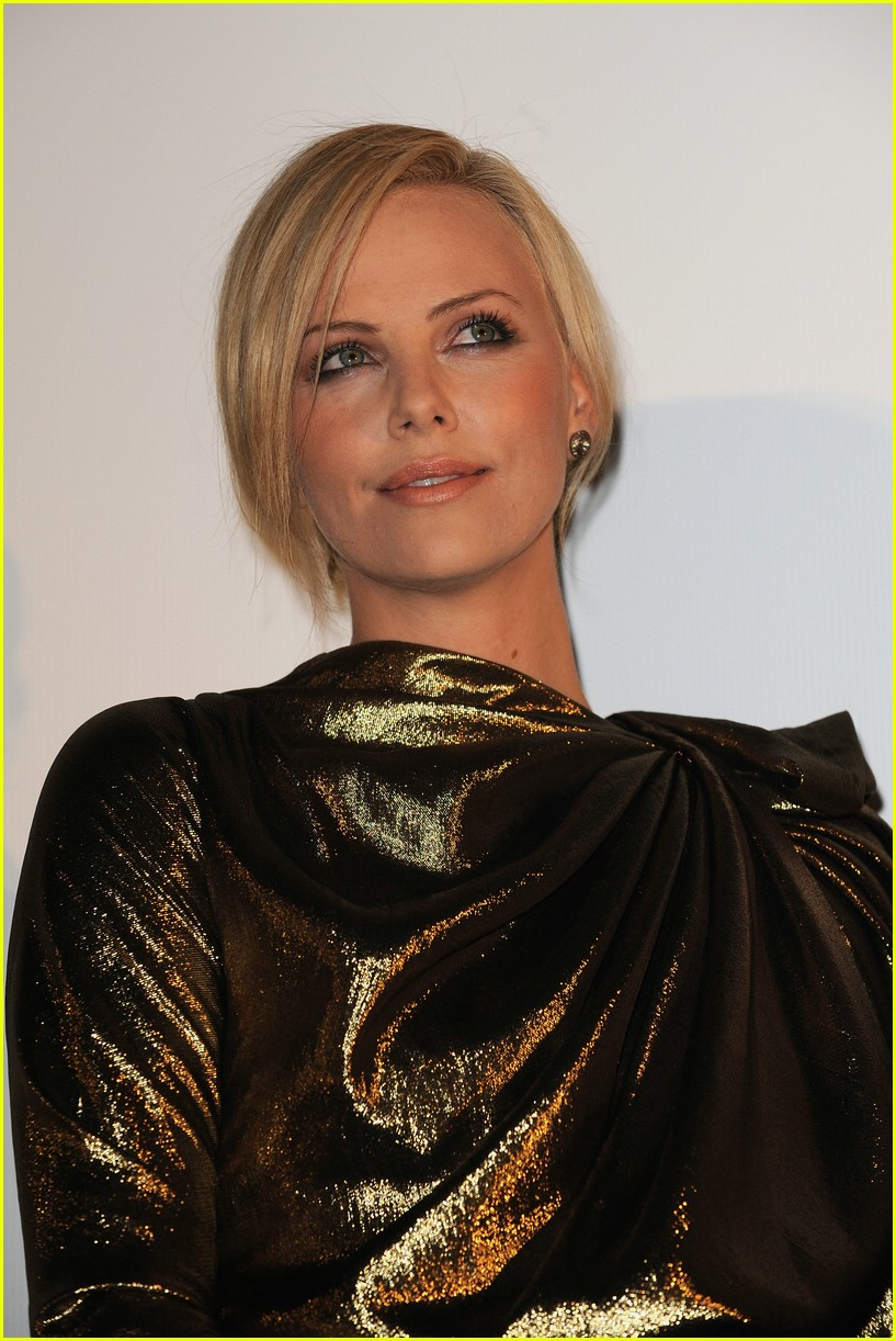 charlize theron burning plain paris 131763331