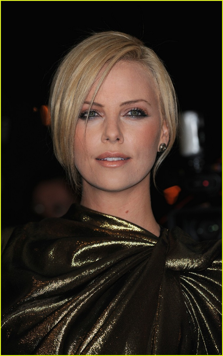 charlize theron burning plain paris 141763341