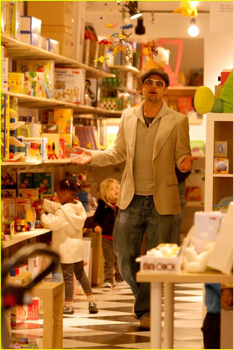 Brad Pitt + Washington DC + Daughters Brad Pitt