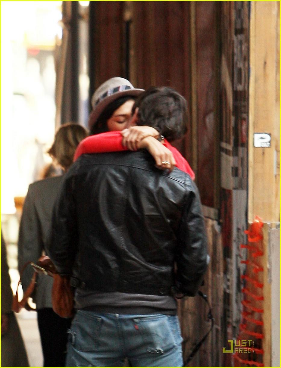ed westwick jessica szohr kissing 06