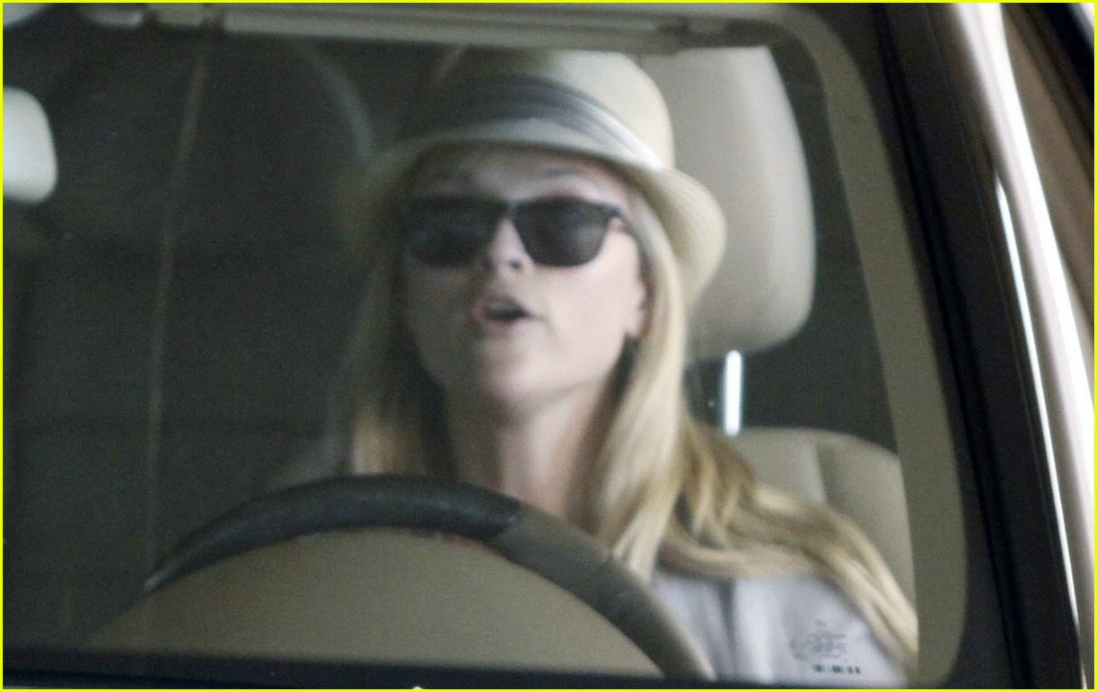 reese witherspoon gorgeous giant 091819541