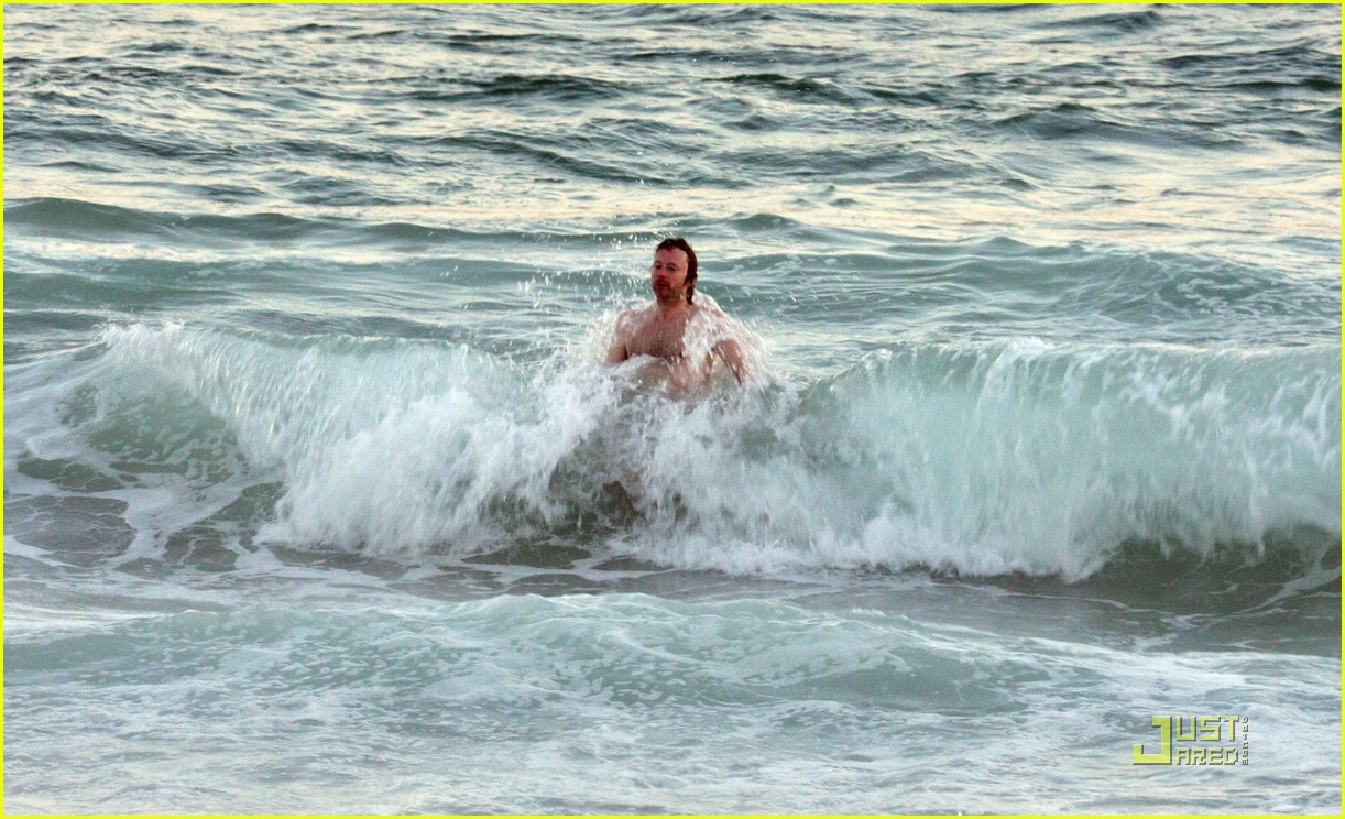 thom yorke shirtless 09