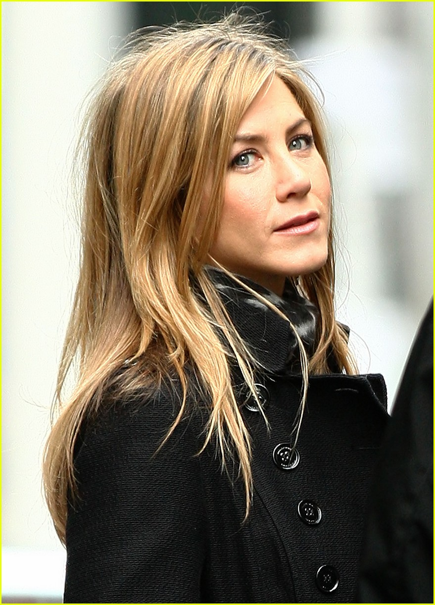 jennifer aniston business 051850631