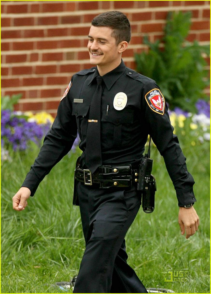 Orlando Bloom Is Police Officer Protective Photo 1853101 Ellen
