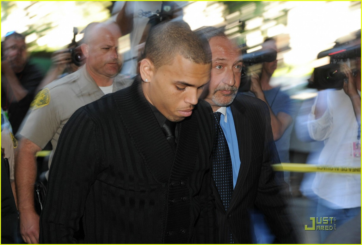 chris brown pleads not guilty 061837901