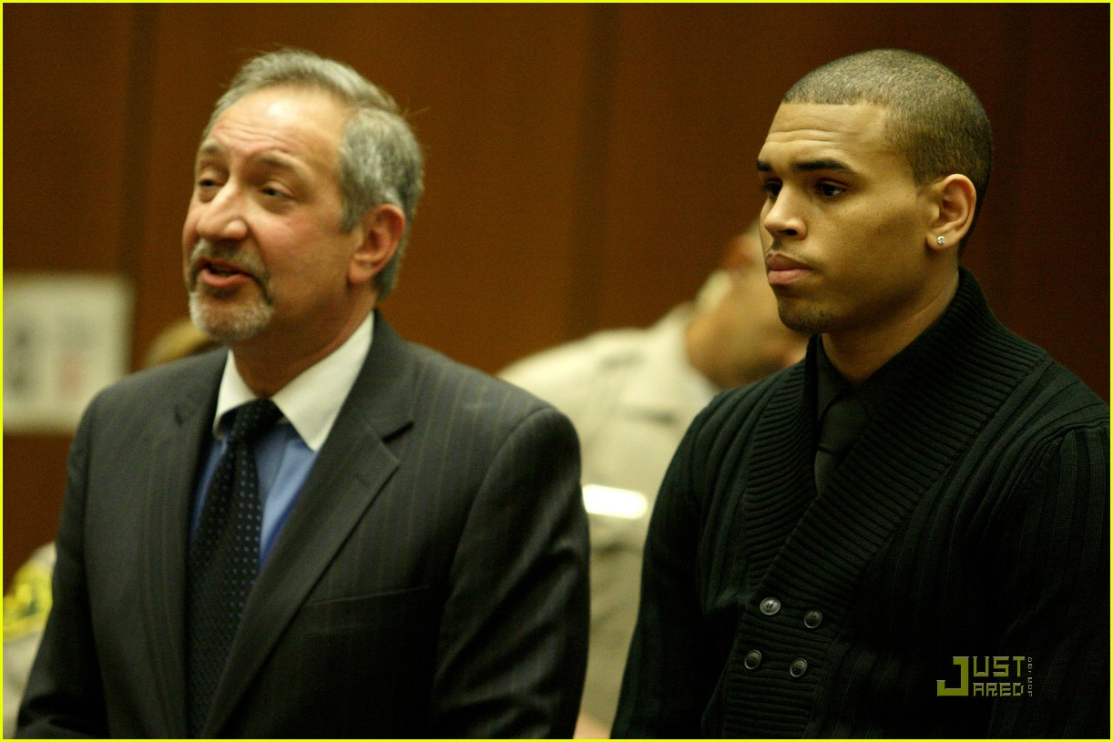 chris brown pleads not guilty 081837921
