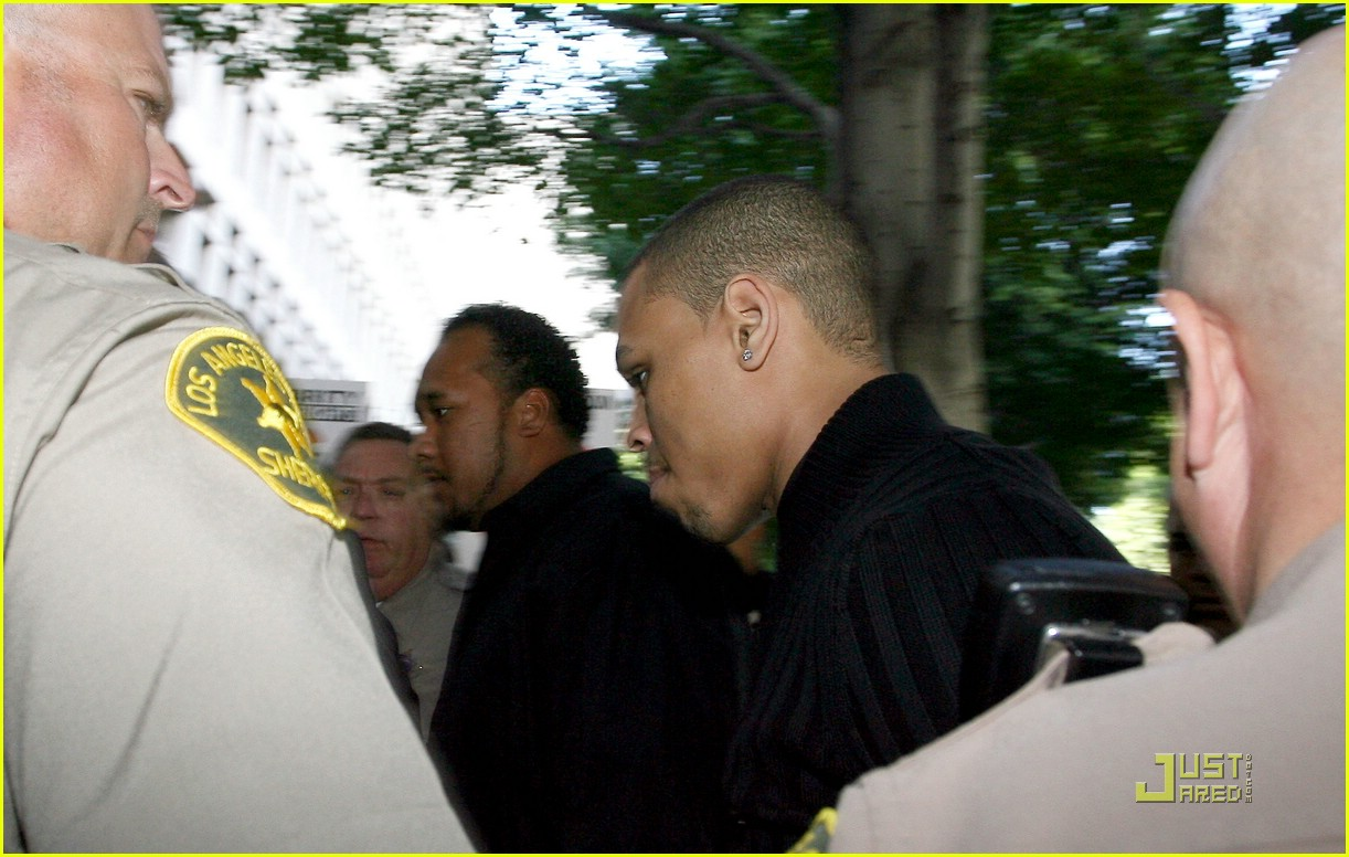 chris brown pleads not guilty 181838021