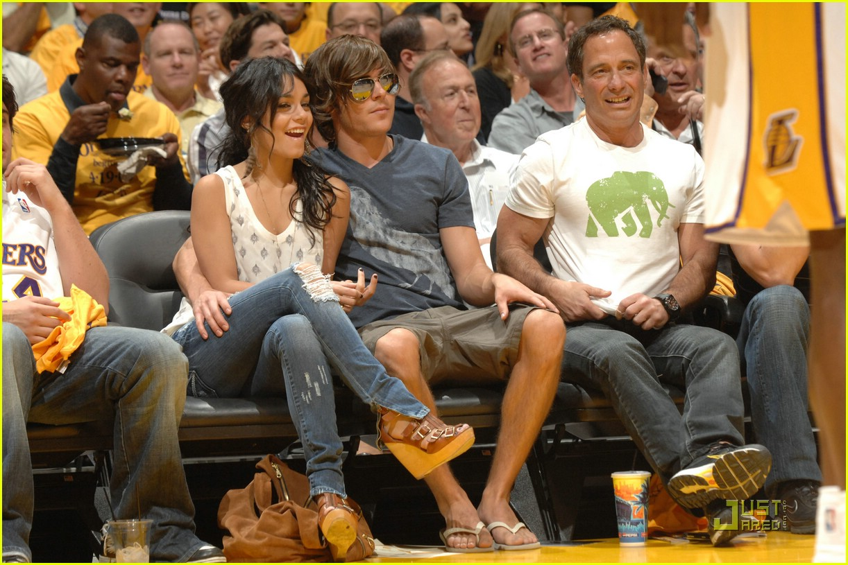 zac efron vanessa hudgens lakers 121864011