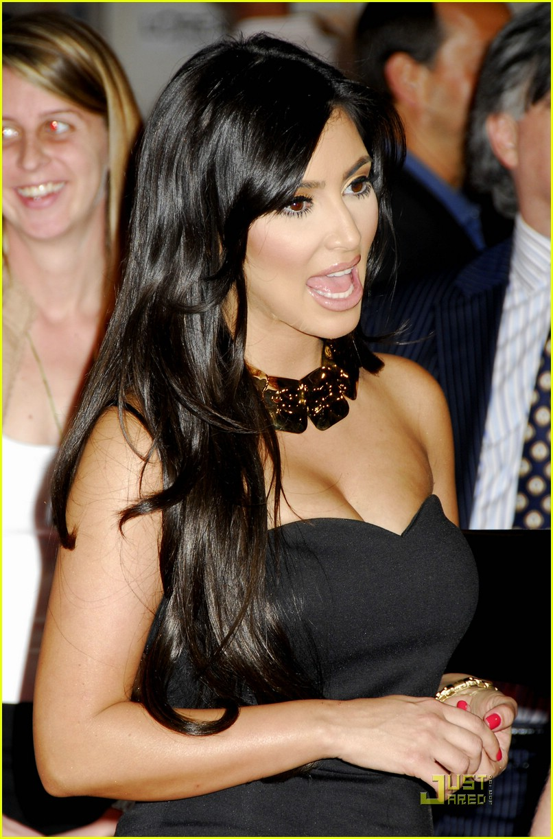 kim kardashian back black 061885151