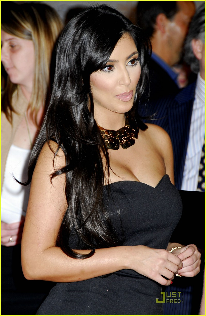kim kardashian back black 091885181