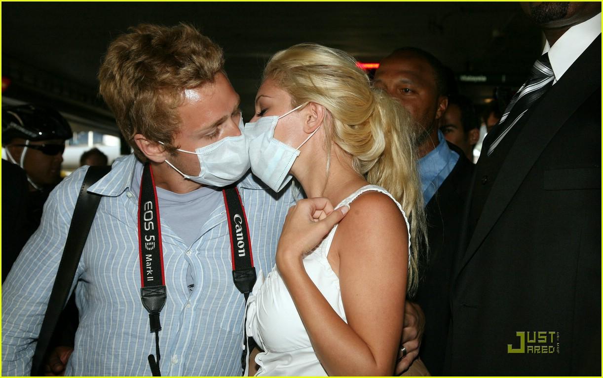 heidi montag spencer pratt swine flu masks 021889381